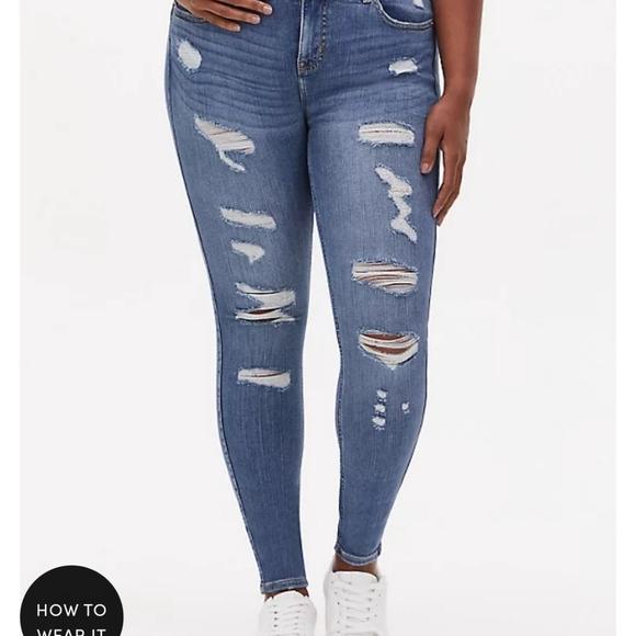 Torrid Bombshell Skinny Ripped Jeans Bootcut 20S